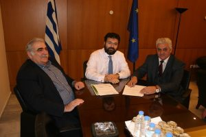 Υπογραφή για βελτίωση γηπέδων του Δήμου Τεμπών